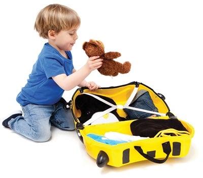 barn med resväska